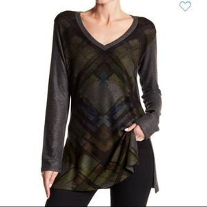 NEW-Go Couture Women's Printed Vneck Sweater M